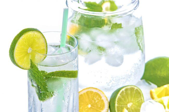 Voda a její nenahraditelný úkol při hubnutí a správném fungování těla
